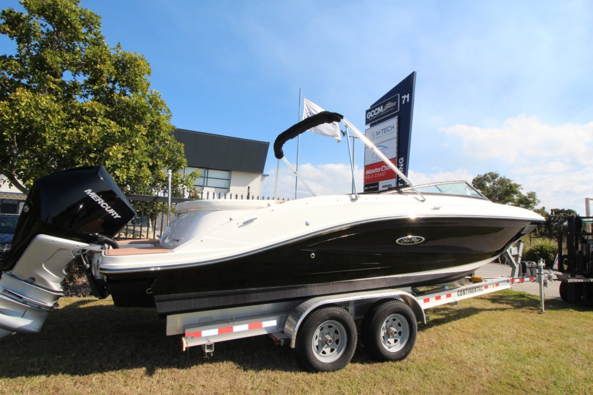 Sea Ray 230 SPX OB Bowrider