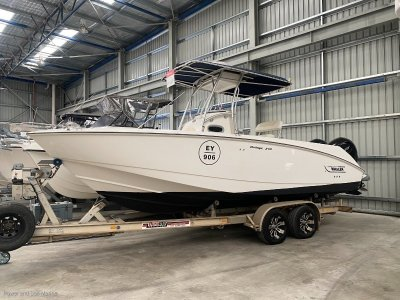 Boston Whaler 240 Outrage 2013 engines- Click for more info...