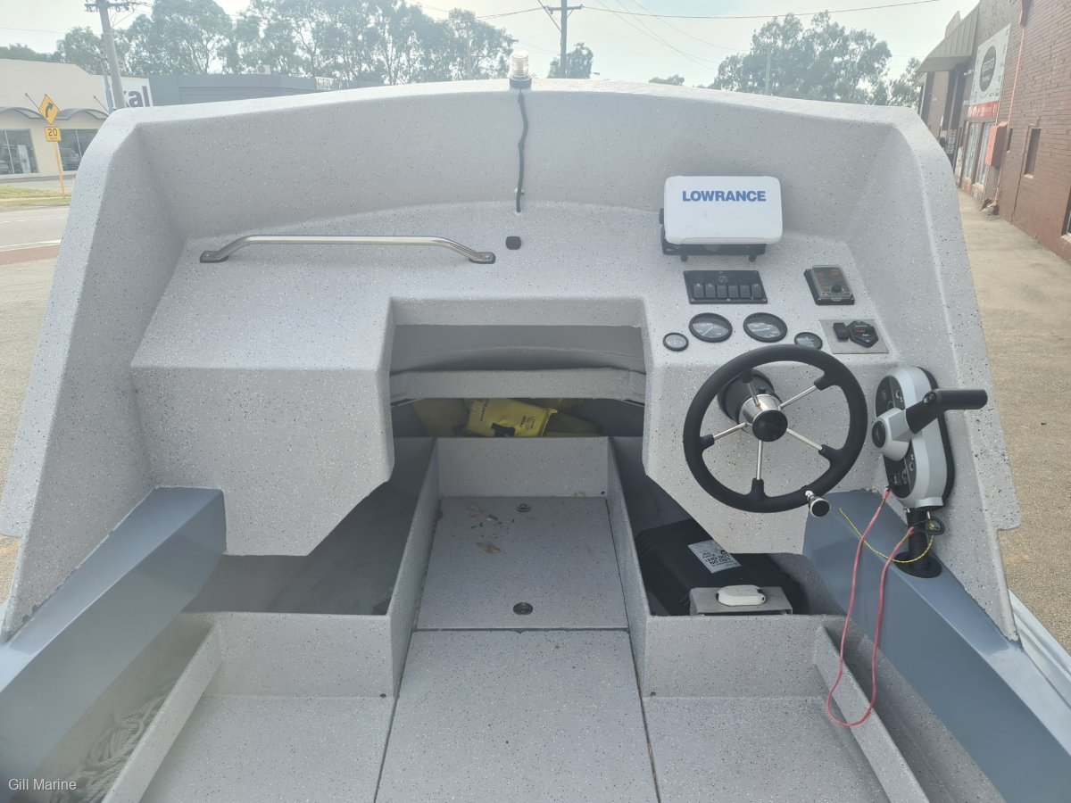 Penguin 4.8 Phantom AWESOME DIVING BOAT! NEAR NEW MECURY OUTBOARD!