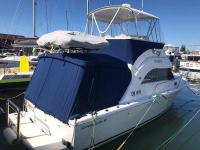 Caribbean 32 Flybridge Cruiser - EXCELLENT CONDITION/ LOW HOURS
