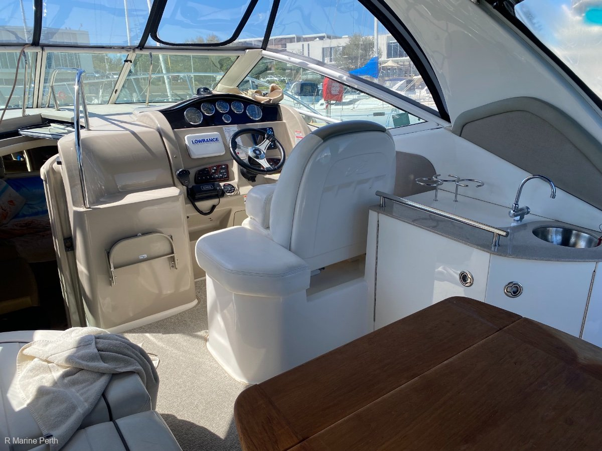 Sea Ray 325 Sundancer extremely low hours,