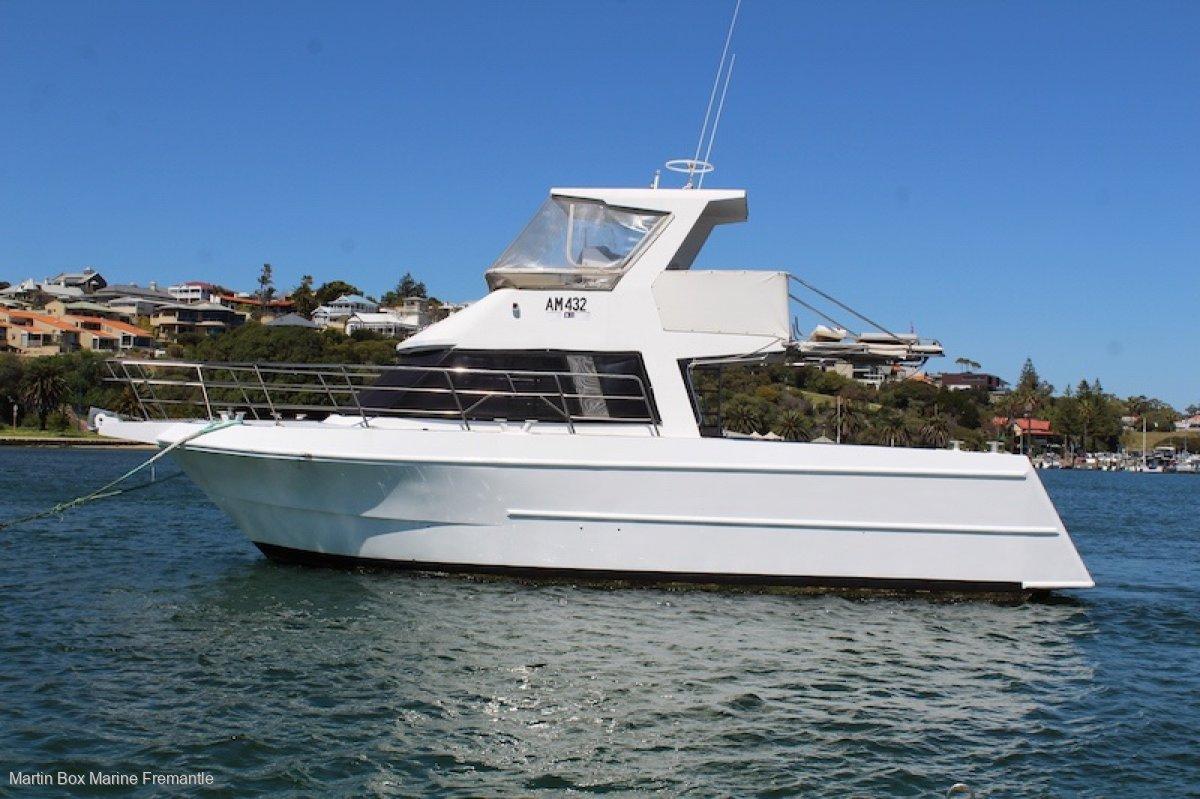 Custom Flybridge Cruiser
