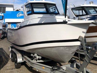 Lux Custom Boats 6100WA