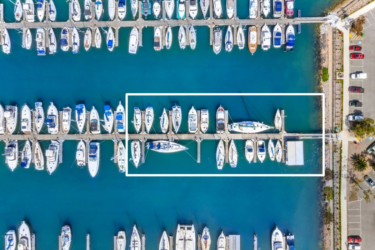 BOAT BROKERAGE FOR SALE WITH FLOATING OFFICE on the Mornington Peninsula:Sales Row