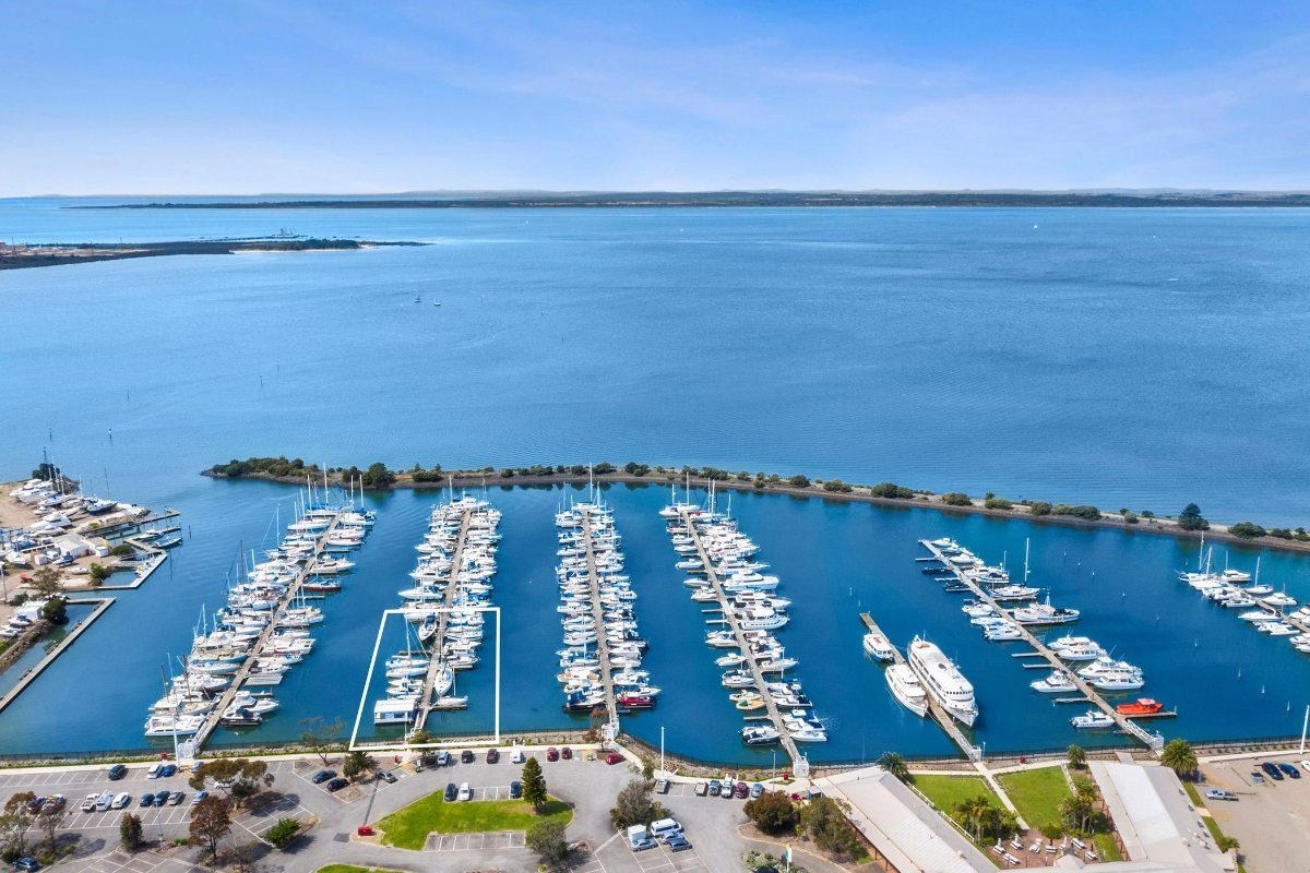 BOAT BROKERAGE FOR SALE WITH FLOATING OFFICE on the Mornington Peninsula