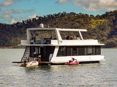H2O - Houseboat holiday home on Lake Eildon