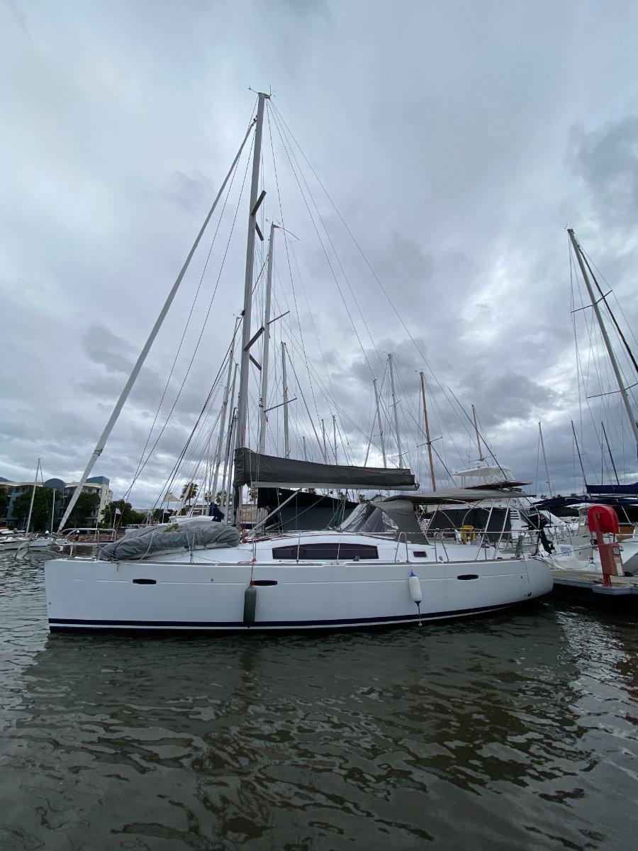 Beneteau 40 Oceanis 3 Cabin version:2011 40ft Beneteau