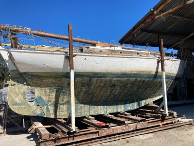 Classic 34ft Pretty hull full keel yacht to sell