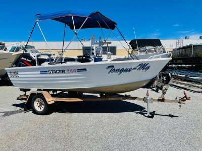 Stacer 445 Centre Console with a EFI 4 Stroke