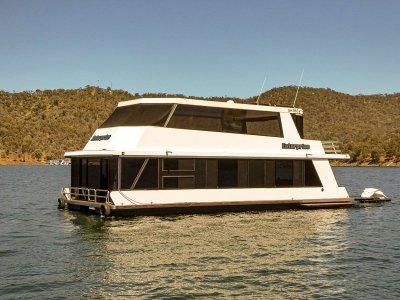 ENTERPRISE - Houseboat holiday home on Lake Eildon