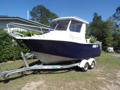 CNC Marine 5800 Half Cabin Plate Boat In good condition