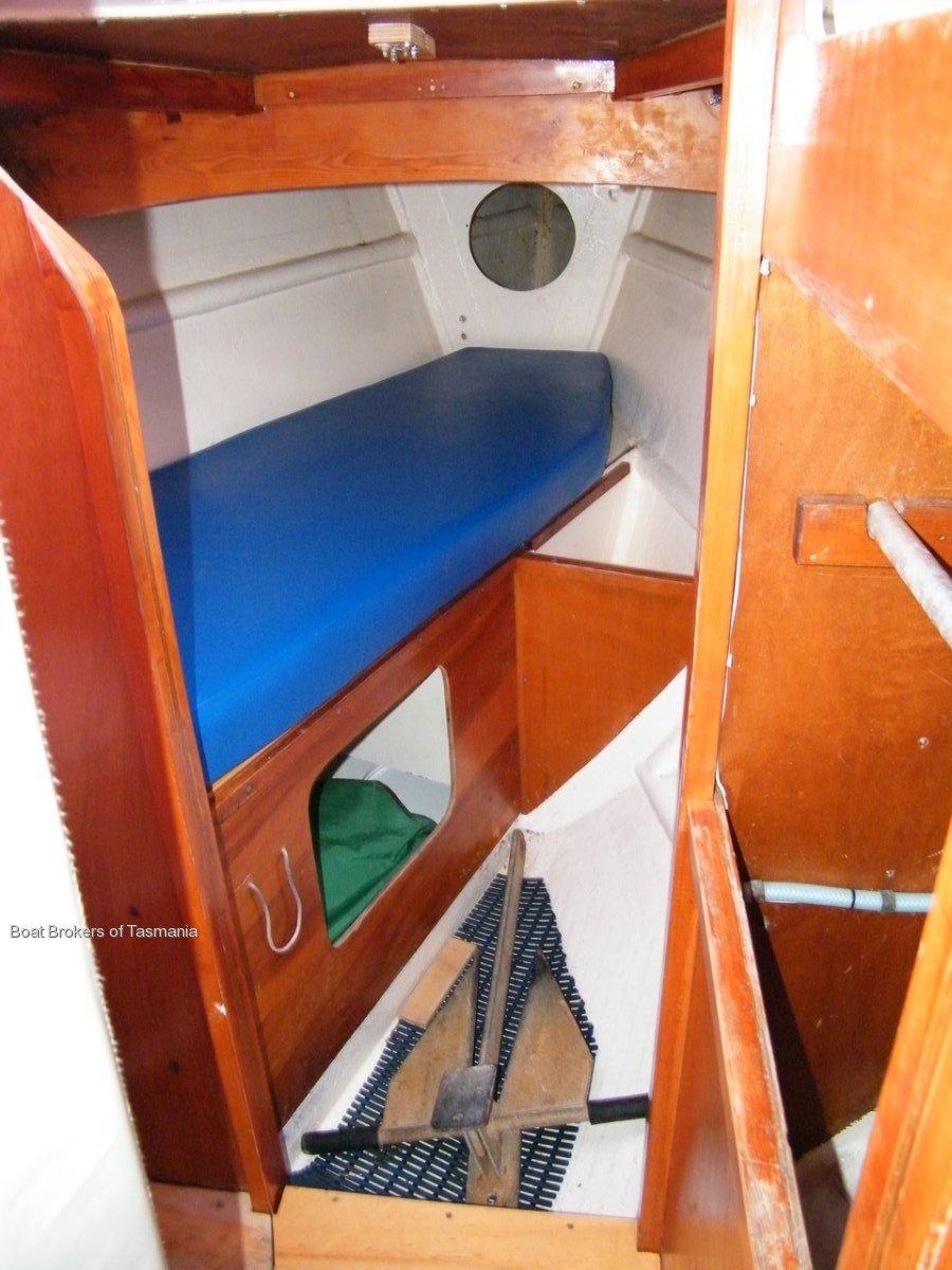 Steelin Time Knoop 32' sloop Boat Brokers of Tasmania