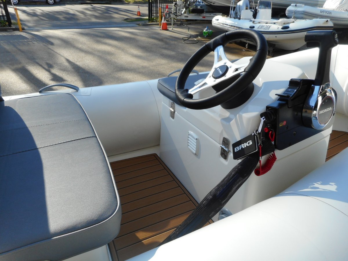 Brig Falcon 290HT Center Console - Hypalon tubes