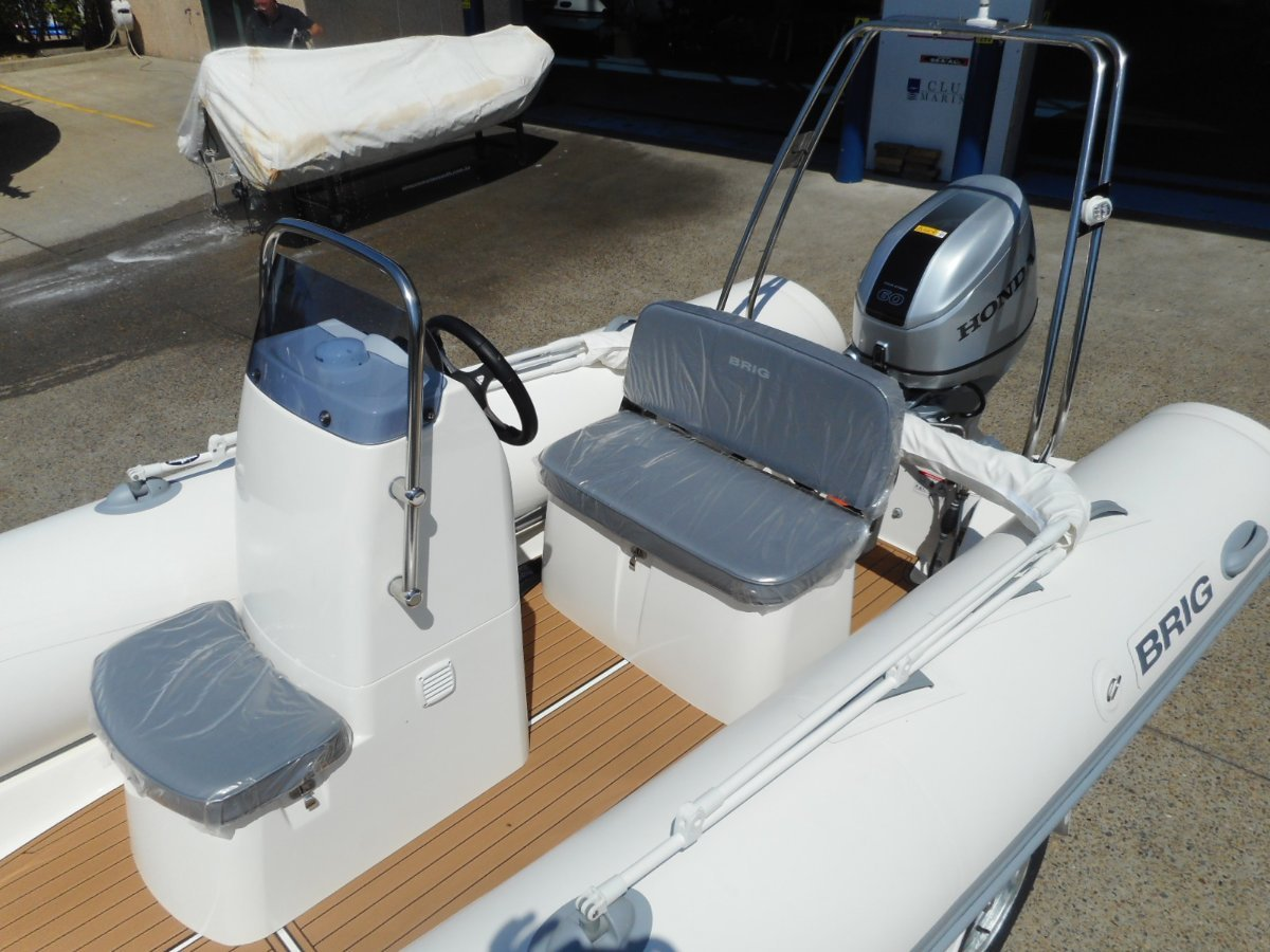 Brig Falcon 500HT Center Console - Hypalon tubes