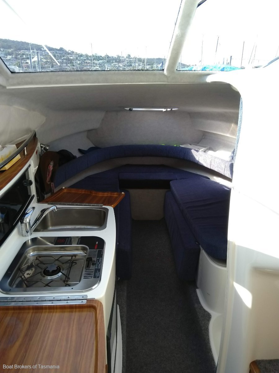 Whittley Cruisemaster 660 Low engine hours