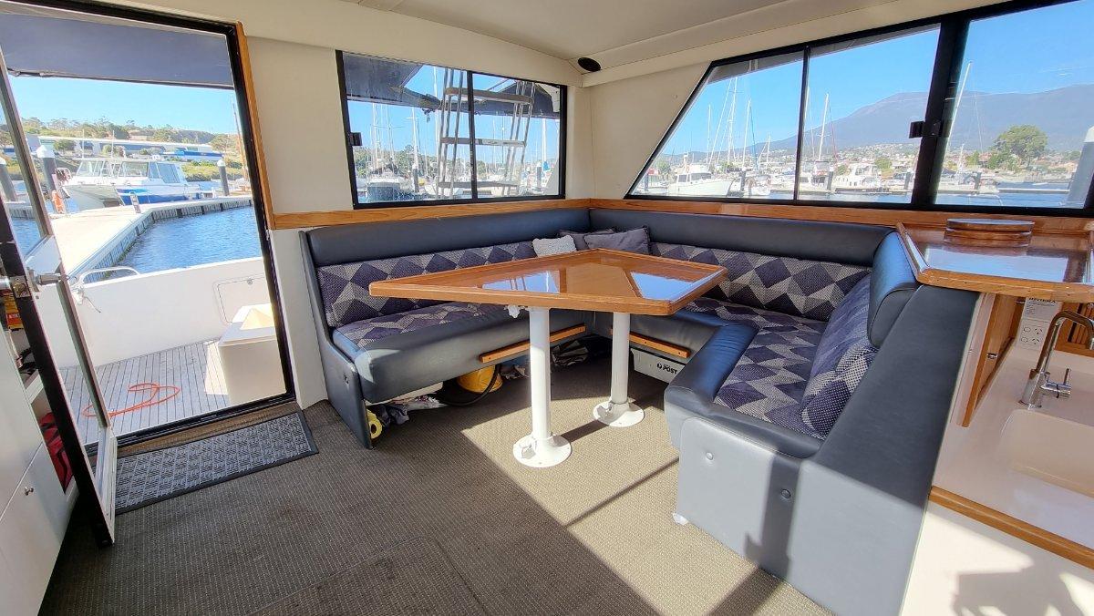 "Riviera 39 Flybridge Cruiser ""Predator"""