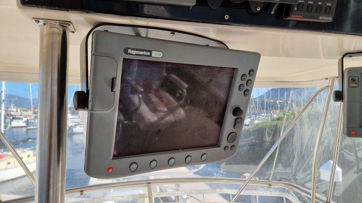 Riviera 39 Flybridge Cruiser Predator