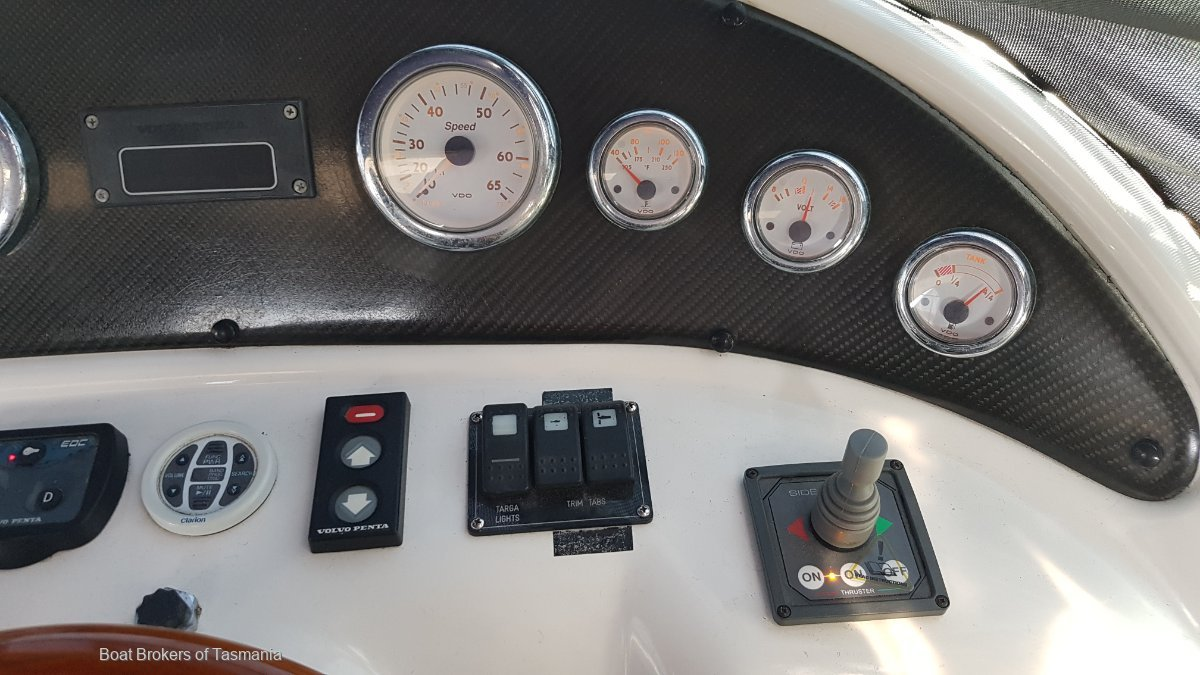 Mustang 3200 Sportscruiser Volvo diesel and bow thruster