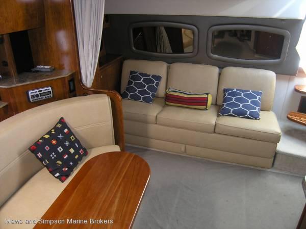 Cruisers Yachts 390 Coupe IPS ( Mustang, Riviera, Sea Ray)