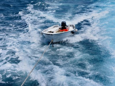 Top Tips For Safely Towing A Dinghy