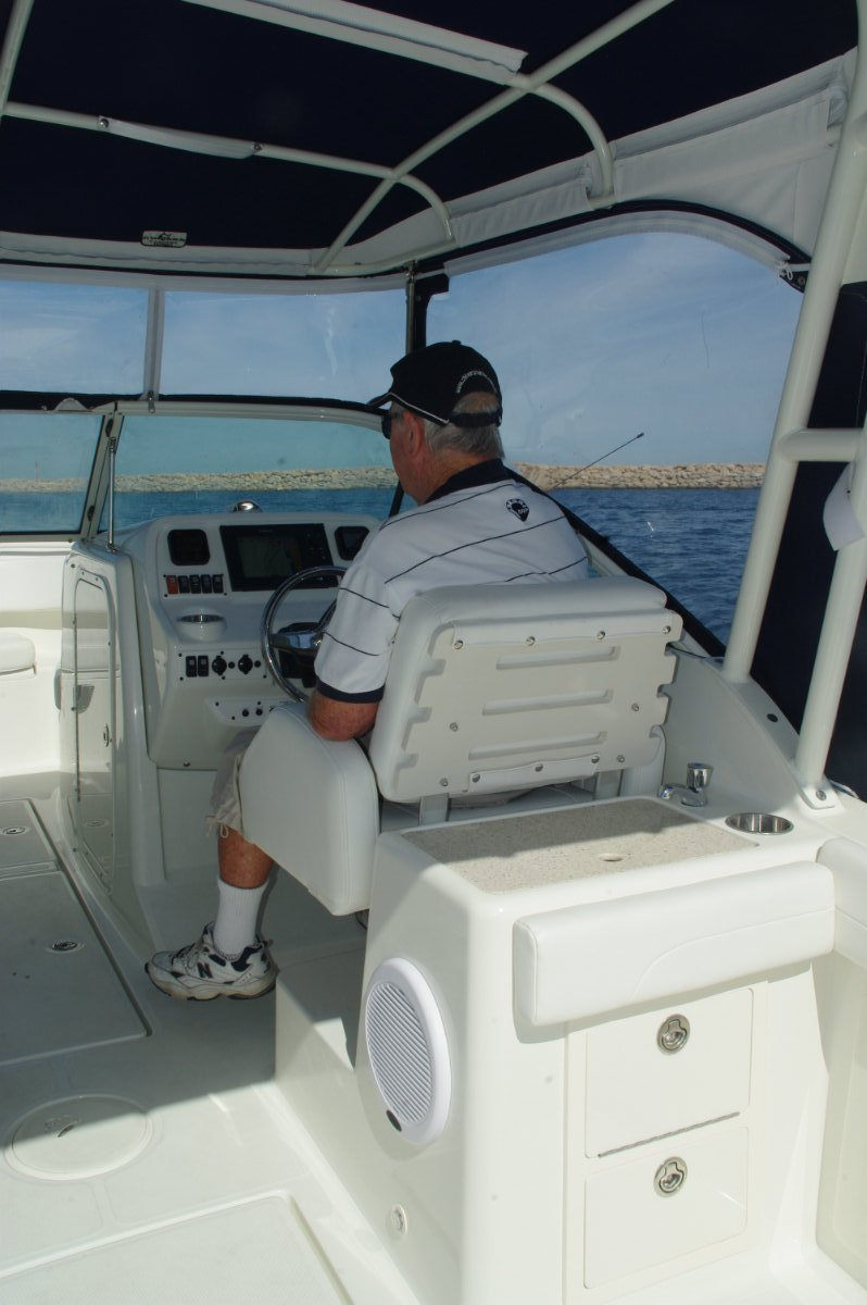 Hydra Sports 2300dc Boat Reviews Boats Online