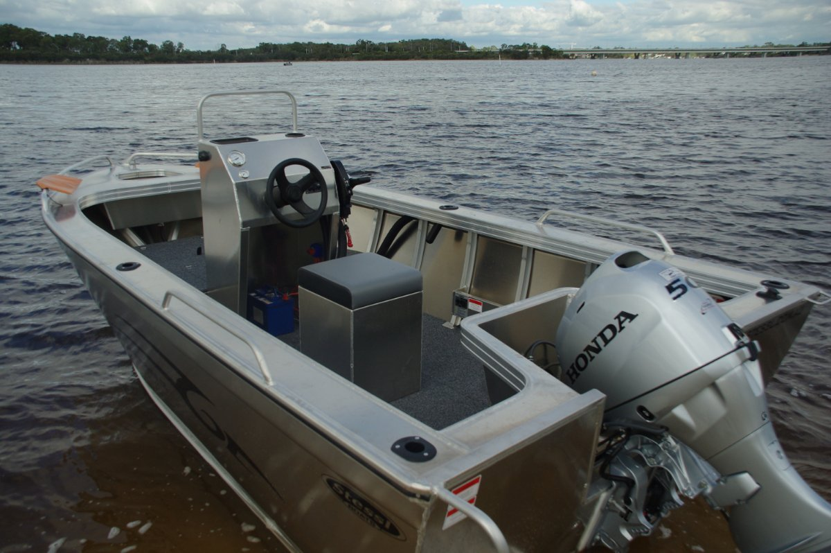 Stessl 460 Warrior Centre Console Boat Review | Boats Online