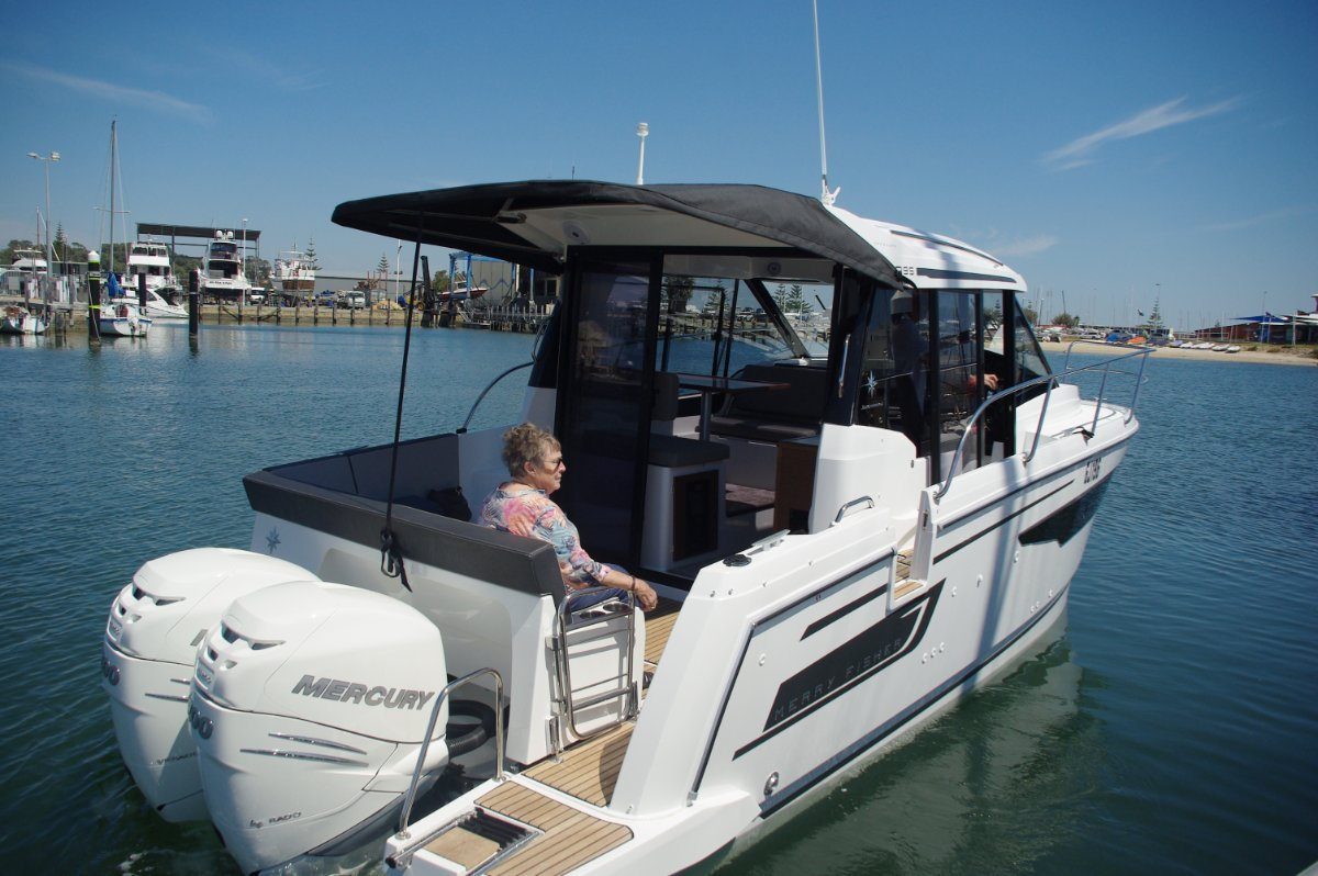 Jeanneau Merry Fisher 895 Boat Reviews | Yachthub